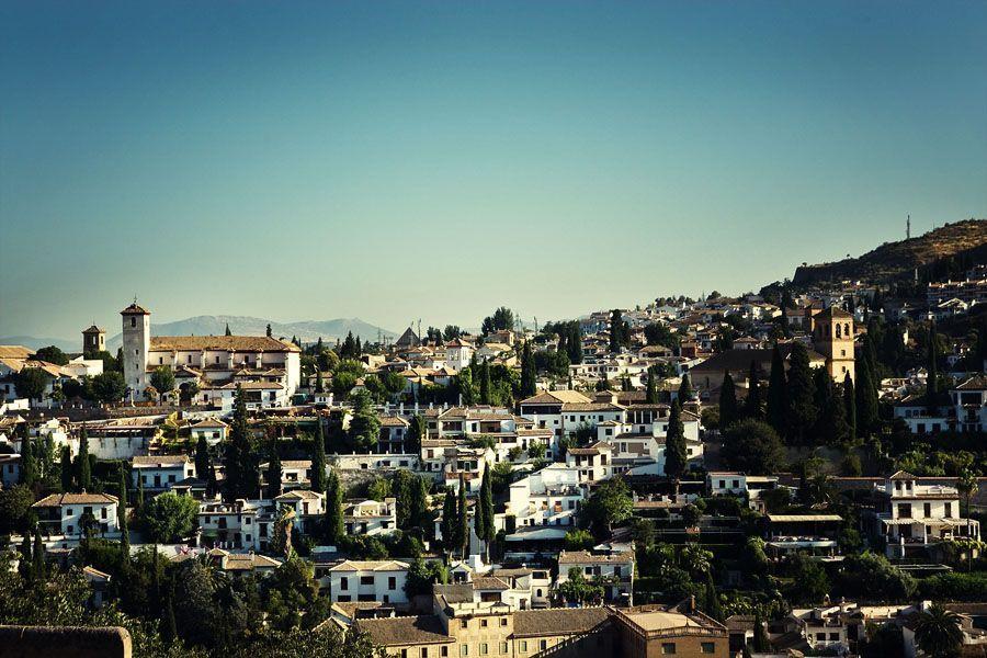 Vista al barrio Albaicin de Granada desde Alhambra