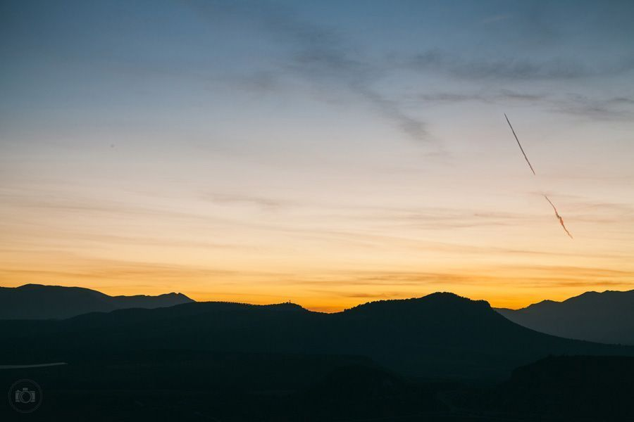 Закат солнца в горах в Испании